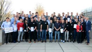Die Teilnehmer-Teams der Energie-Scouts OWL mit der Wettbewerbs-Jury