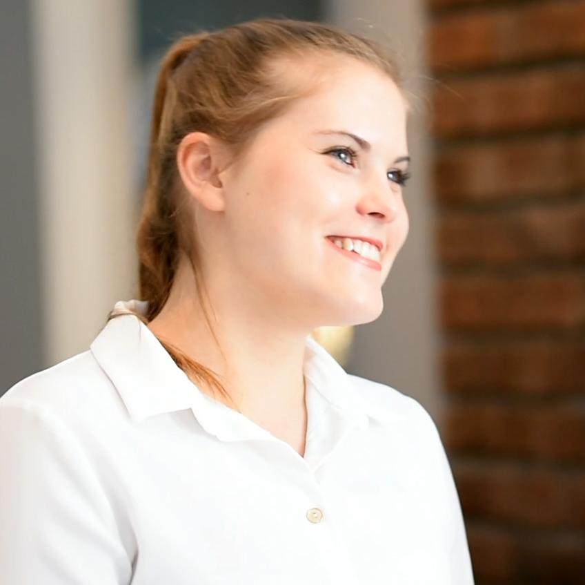Sina Hoffleit macht eine Ausbildung zur Hotelfachfrau im Altstadthotel Bielefeld