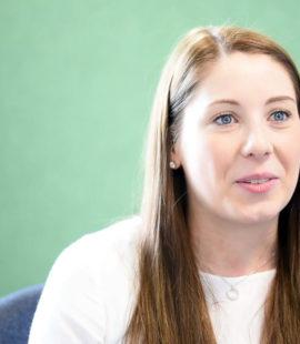 Azubi Karriere: Milena Zinselmeier macht eine Ausbildung zur Kauffrau für Dialogmarketing bei der Barmer in Gütersloh